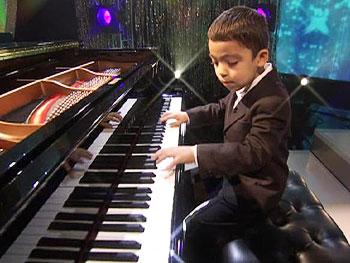 Piano prodigy --Ethan Bortnick--